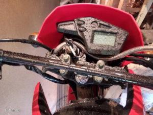 Панель приборов мотоцикла Lifan 200 GY-3b в дождь