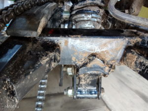 Rear cross member with bulging weld seam
